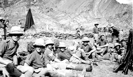 The Khaki Sola Pith Hat of the soldier seated to the right and rear of this photograph of the 1st Battalion, the Cheshire Regiment, clearly shows the side fold in the puggaree. This photograph was taken whilst the regiment was stationed in Ambala, North West Frontier, in 1933. (Photo courtesy of David Rayner)