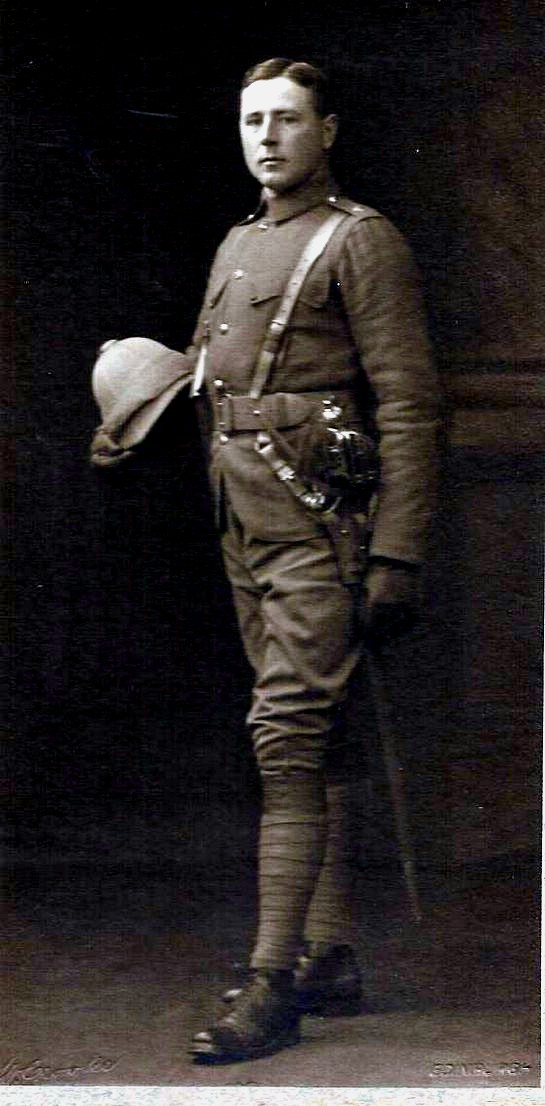 An impressive officer of the Seaforth Highlanders wearing a drab serge doublet and breeches. Note the double button closure of the breast pockets. (Photo: James Holt collection.)