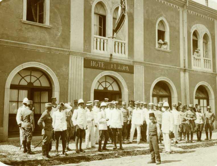 Austrian naval officers in Scutari in 1913 during the Balkan Wars.