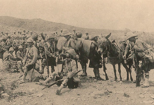 2nd Battalion, the Argyll & Sutherland Highlanders in India. Note the rather less than glamorous wicker helmets worn by some and the cork Colonial helmet worn by the officer.