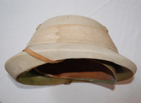 The extra thick front brim. (Author's collection)