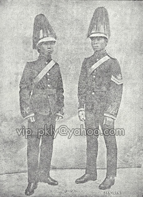 A black and white photo shows the ceremonial guard uniforms for the period 1908-1912 (Photo courtesy of Vip K.)