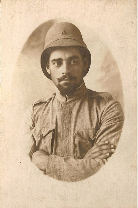 Fig. 12: A Portuguese soldier, probably of Artillery Regiment n. 4, c. 1915. Notice the 1913 helmet.