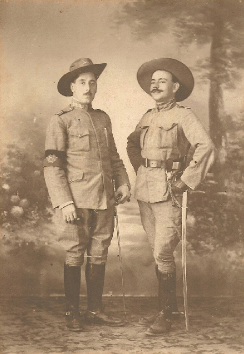 Fig. 15: Portuguese Infantry officers (the left one wearing an Army Staff armband) in Africa, c. 1916. Notice the slouch hats.