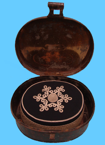 An officer's pillbox cap and metal tin to the Berkshire Yeomanry. (Author's collection)