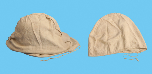 A Wolseley helmet in its cotton bag and the bag without helmet. (Author's collection)