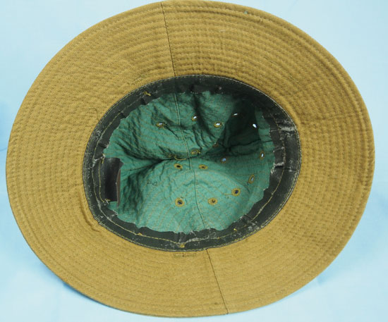 The interior shows the simple construction of the Afghanka cap (Author s  collection) e0eb2f5a7cd3